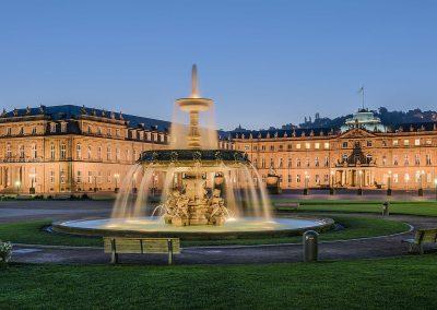 Neues_Schloss_Schlossplatzspringbrunnen_Schlossplatz_Stuttgart_2015_01