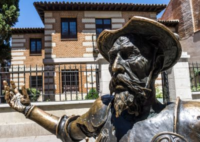 don_quixote_spain_book_reading_statue_madrid_quixotic_house-953087.jpg!d